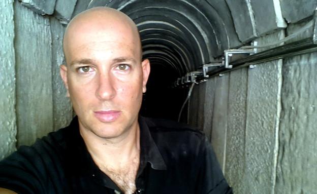 שי גל במנהרה בעזה