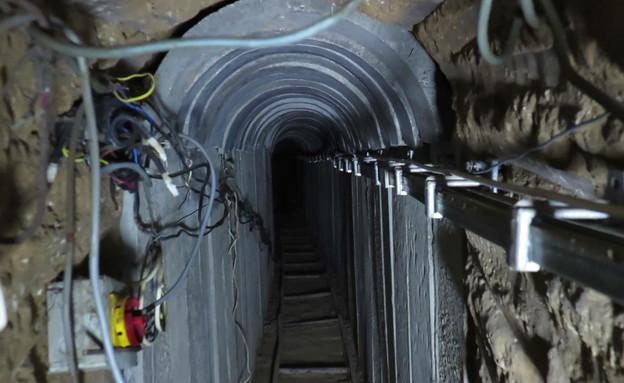 שי גל במנהרה בעזה (צילום: צחי ירון)