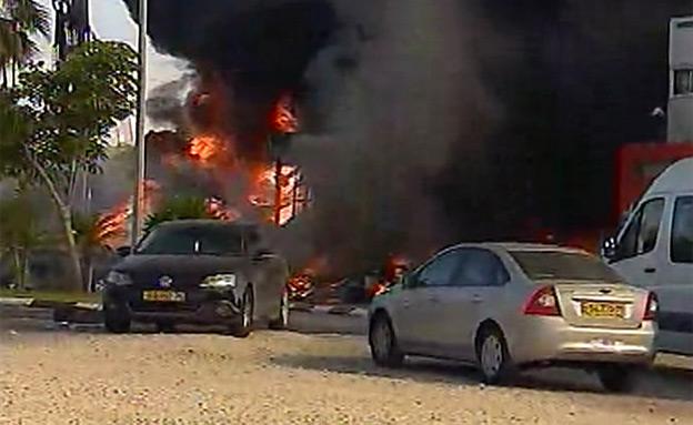 """""""הנזק מפגיעת רקטות - כ-50 מיליון"""" (צילום: חדשות 2)"""
