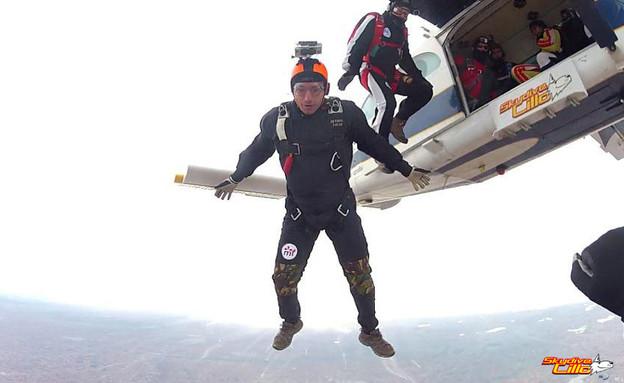 צניחה חופשית עם מצלמת GoPro (צילום: Skydive Lillo Centro de Paracaidismo, Flickr)