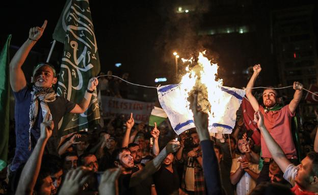 הפגנות נגד ישראל בטורקיה בחודש שעבר (צילום: AP)