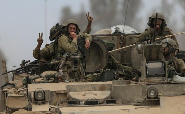 """כוחות צה""""ל יחזרו לעזה? (צילום: AP)"""