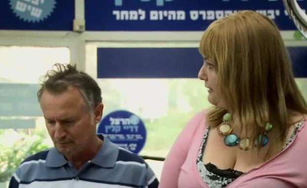 אשתו של הרצל מגלה על התרמית (תמונת AVI: מתוך 70 מיליון סיבות לעושר)
