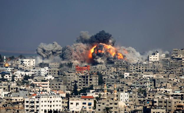 """הפצצה צה""""ל בעזה במהלך המבצע (צילום: AP)"""