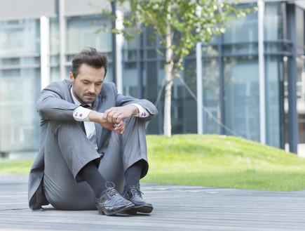 איש מדוכא לאחר פשיטת רגל של העסק (צילום: אימג'בנק / Thinkstock)