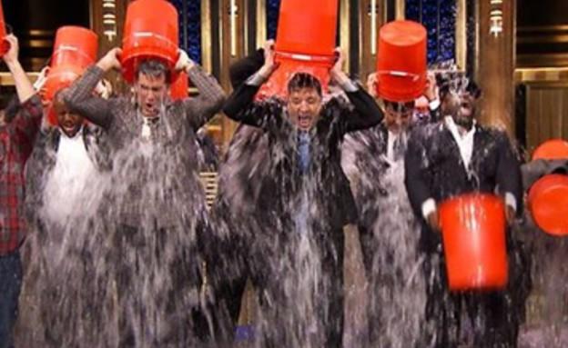 ג'ימי פאלון חוטף אמבטיית קרח