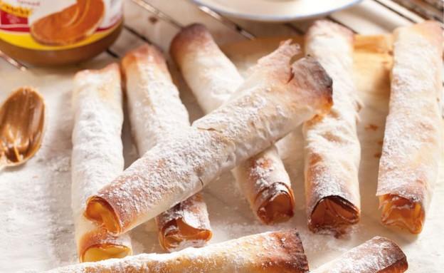 סיגרים של פילו עם תפוחי עץ וקרם לוטוס (צילום: בועז לביא,  יחסי ציבור )