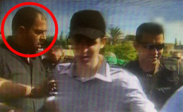 ראאד עטאר בעת שחרור גלעד שליט (צילום: הטלוויזיה המצרית)