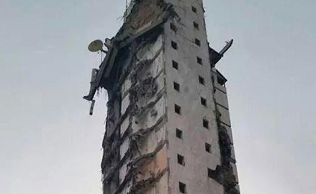 המגדל ספג פגיעות ישירות. ארכיון