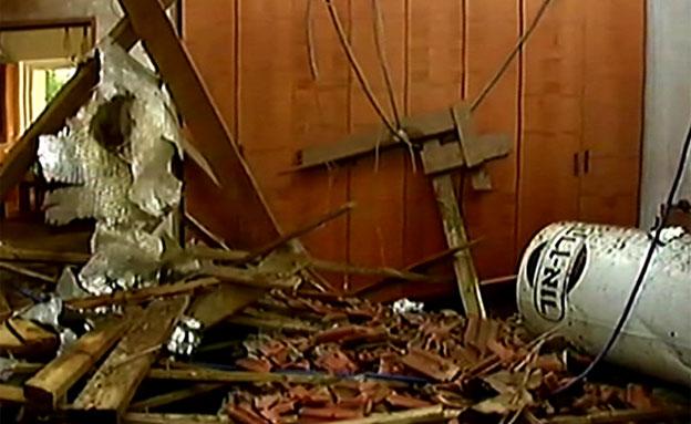 """רקטה פגעה בבית באשקלון: """"הכל היה אש, חשבתי שאני חו (צילום: חדשות 2)"""