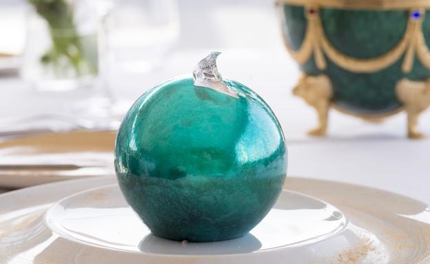 ביצת פברז'ה מול ים (צילום: ערן לוי,  יחסי ציבור )