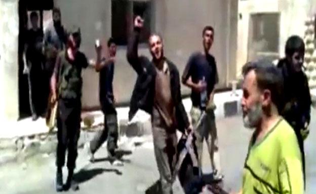 צפו: המורדים כובשים את קוניטרה