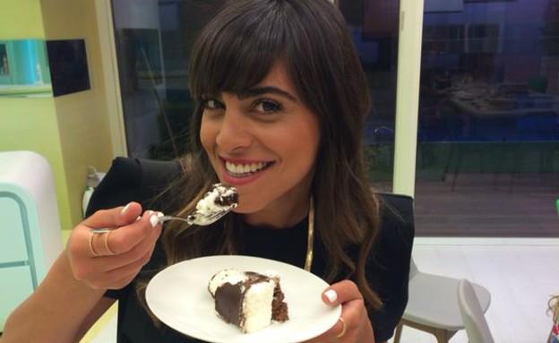 עוגת מלכת השוקולד של מלי עזר עם נופר מור (צילום: אסי עזר, האח הגדול)