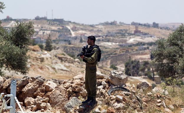 החיפוש אחר הנערים באזור חברון (צילום: רויטרס)