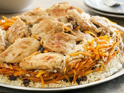 אושפלאו: תבשיל אורז עם גזר ופרגיות