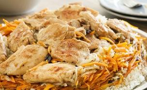 אושפלאו: תבשיל אורז עם גזר ופרגיות (צילום: אסף אמברם, אוכל טוב)