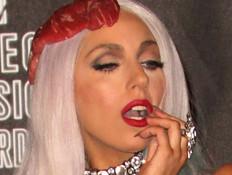 ליידי גאגא בשמלת בשר - טקס פרסי MTV 2010 (צילום: Frederick M. Brown, GettyImages IL)