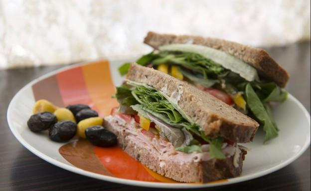 סנדוויץ' פסטרמה, דייבוצ'קה (צילום: נמרוד סונדרס, אוכל טוב)