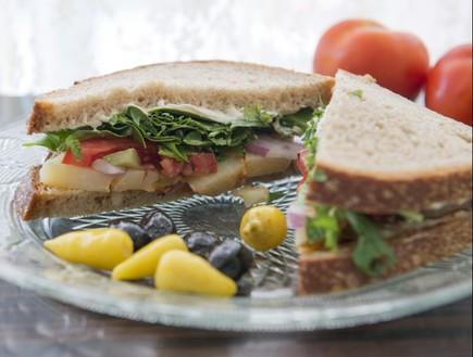 סנדוויץ' תפוח אדמה, דייבוצ'קה (צילום: נמרוד סונדרס, אוכל טוב)