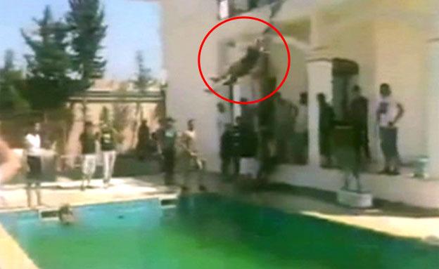 השתלטו על השגרירות וקפצו לבריכה (צילום: אתר אל ערבייה)