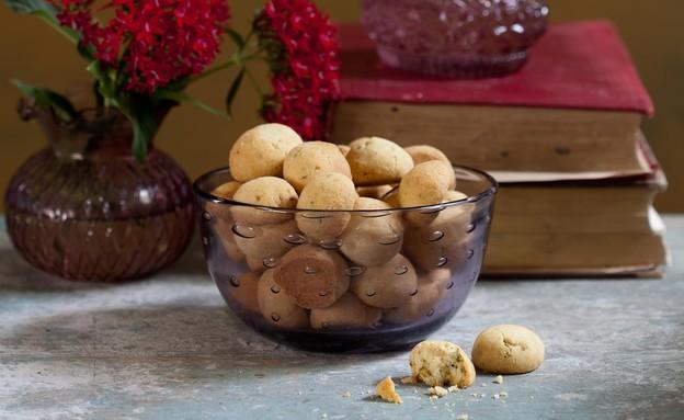 כדורי פיסטוק מתובלים, מיקי שמו (צילום: דניאל לילה, אוצר העוגיות של מיקי שמו, על השולחן)