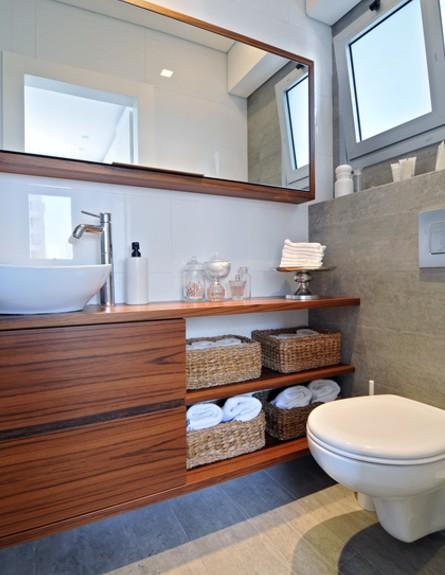 רחלי בן אבי, חדר שירותים, צילום שי אדם (צילום: שי אדם)