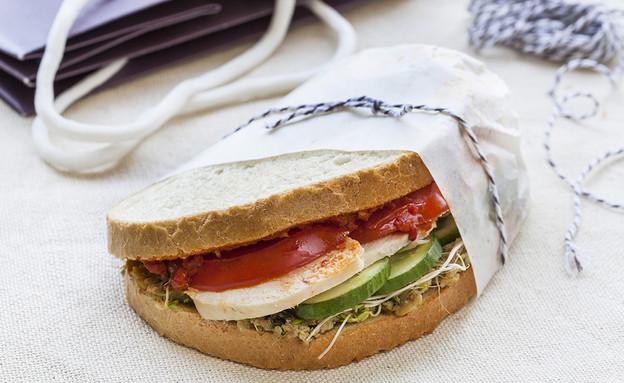 הפקת סנדוויצ'ים כריך עוף (צילום: אסף אמברם, אוכל טוב)