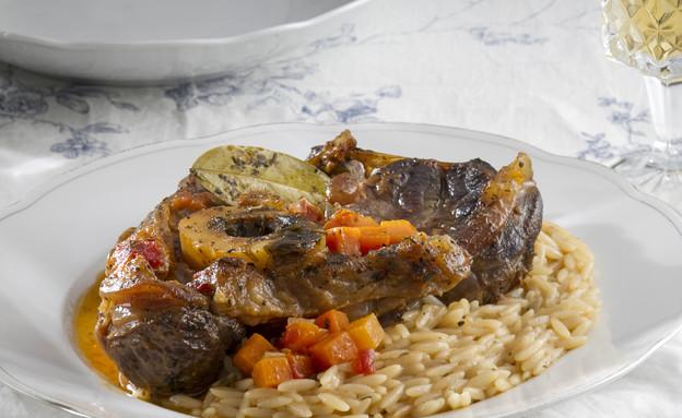 אוסובוקו פתיתים וירקות שורש  (צילום: אנטולי מיכאלו, אוכל טוב)