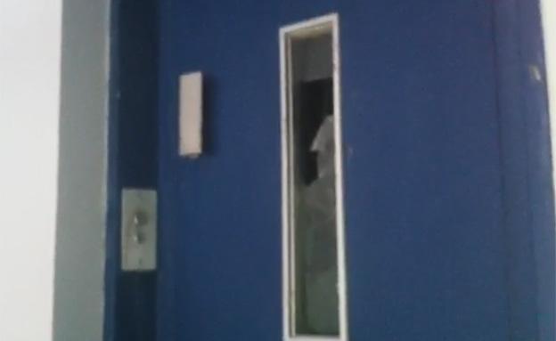 חבר כנסת נתקע במעלית (צילום: חדשות 2)