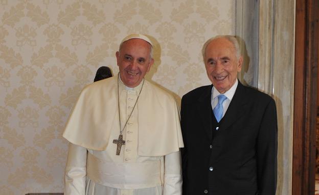 פרס והאפיפיור היום בוותיקן