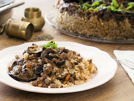 מקלובה בורגול, בשר וחצילים (צילום: אסף אמברם, אוכל טוב)