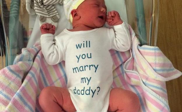 הצעת נישואין תינוקית (צילום: עמוד הפייסבוק של ליסה קיה)