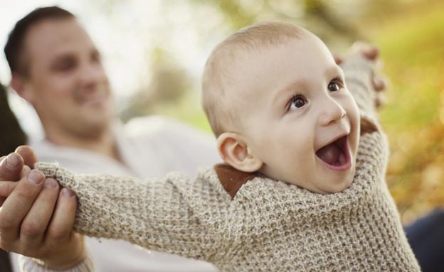 תינוק לומד ללכת (צילום: אימג'בנק / Thinkstock)