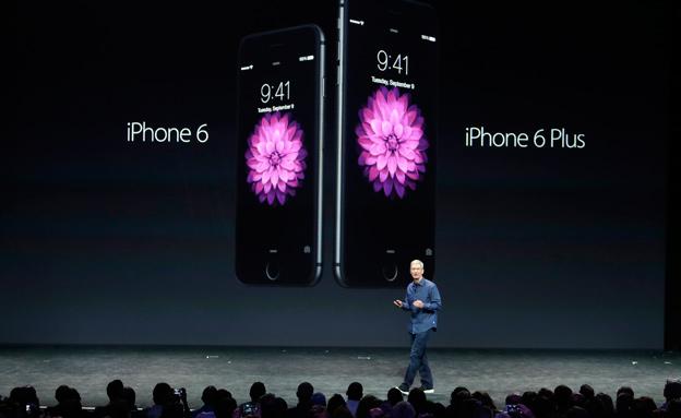 אפל חשפה האייפונים: 6 ו-6 פלוס (צילום: AP)