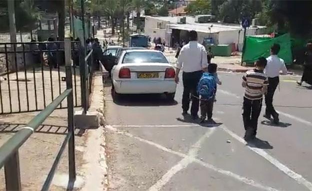 התושבים נאלצים ללכת על הכביש