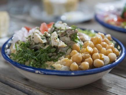 מסבחה תרנגולות מפורקות, חאן מנולי (צילום: נמרוד סונדרס, אוכל טוב)