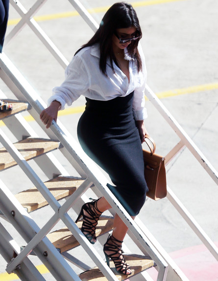 קים וקנייה יורדים ממטוס (צילום: Kate Dwek / Splash News, Splash news)