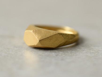 מתנות, קרן שביט, טבעת