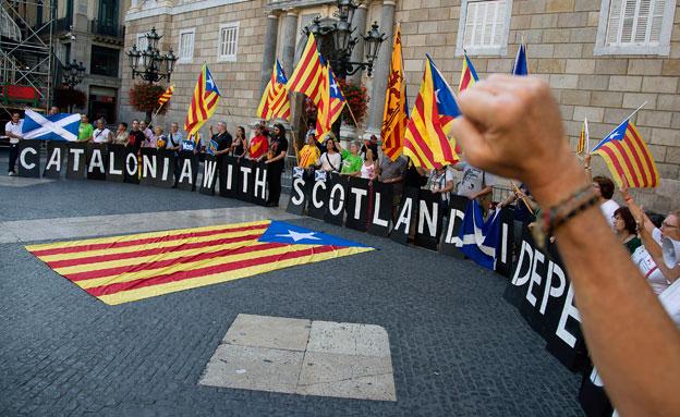 הפגנת הזדהות עם סקוטלנד בקטלוניה (צילום: רוייטרס)