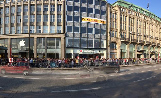 תור לרכישת אייפון 6 מחוץ לחנות אפל בהמבורג (צילום: Mario Anders, Flickr)