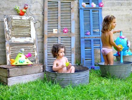 ישראלים בחול, מיכאל באום, סדרת צעצועים.