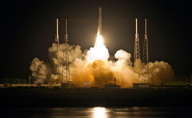 צפו בשיגור הרקטה לחלל (צילום: רויטרס)