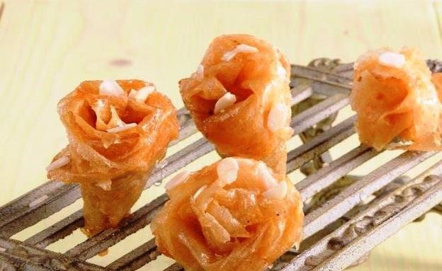 עוגיות מעלי בצק דקיקים טבולות בסירופ (יח``צ: חגית גורן )
