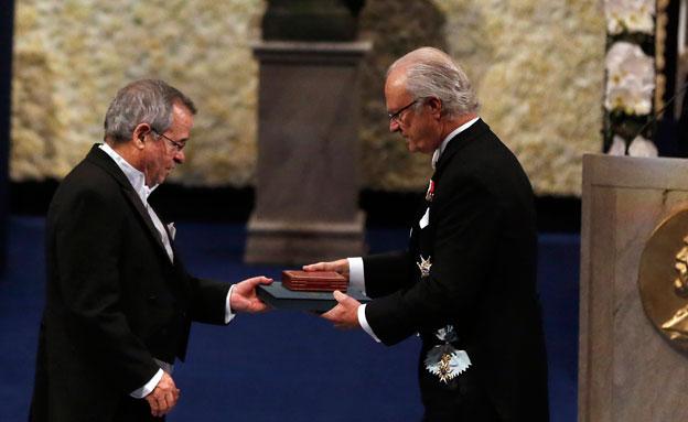 פרופ' ורשל במעמד קבלת הפרס (צילום: רויטרס)