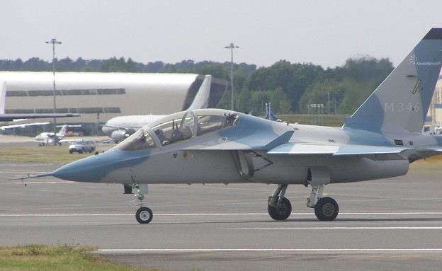 מטוס האימונים לביא (צילום: MilborneOne)