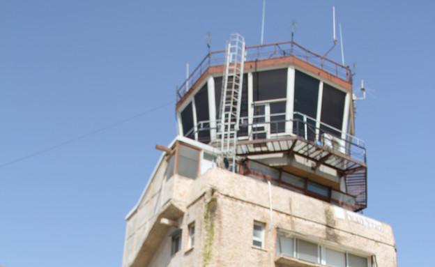 מגדל פיקוח (צילום: אבי אליהו)
