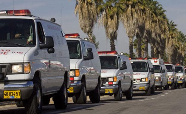 """אלפי מתנדבי מד""""א בכוננות, ארכיון (צילום: AP)"""
