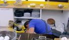 הנפילה של רולידר (תמונת AVI: מתוך הצילו! אני לא יודע לבשל, שידורי קשת)