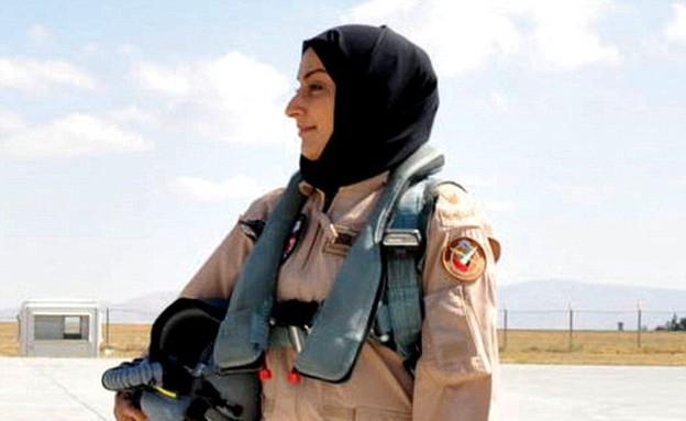 """טייסת מוסלמית שנלחמת נגד דאע""""ש (צילום: דיילי מייל)"""