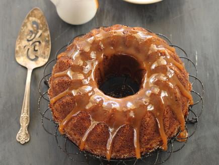 עוגת תפוחים ודבש בזיגוג קרמל
